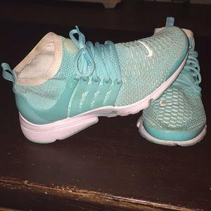 fbb73deda76e Women s Nike Flyknit Presto